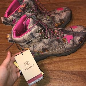 Shoes - Pink camo Ariat waterproof boots